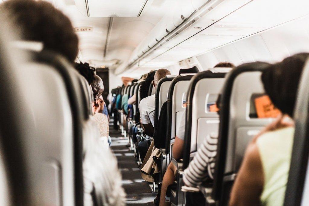 podróż-samolotem-wnętrze-samolotu